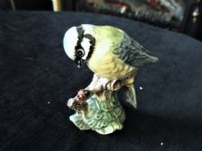 COLLECTABLE BESWICK FIGURINE 992 BLUE TIT WITH LADYBIRD BROWN BACKSTAMP 2.5""